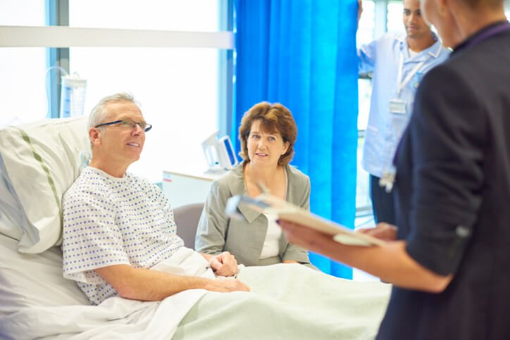 patient talking with doctor - expectation management with joint replacement surgery portsmouth nh