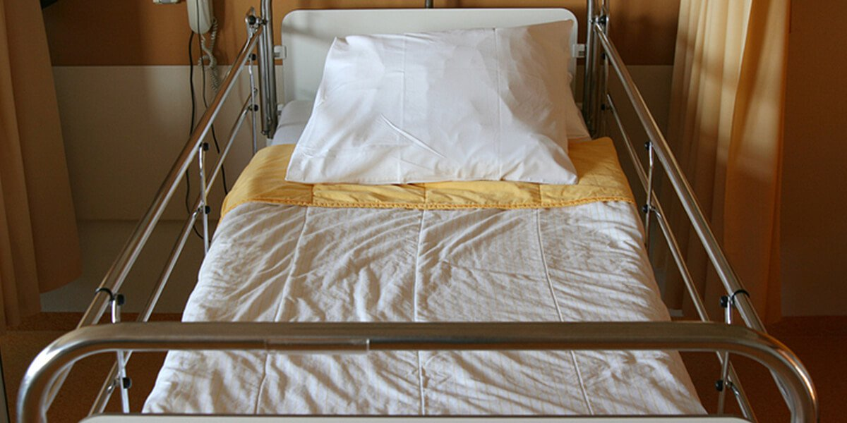empty hospital bed - rapid recover at home joint replacement surgery portsmouth nh