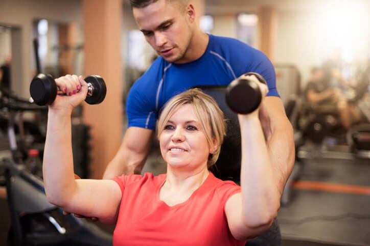 trainer workout with woman - best shoulder replacement surgeons in Portsmouth, New Hampshire